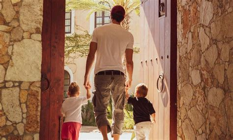 Enrique Iglesias and girl friend's best moments with kids